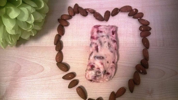Light μπάρες σοκολάτας με αμύγδαλα και φράουλα, με μαύρη & λευκή σοκολάτα I Science, Gastronomy & Healthy Living