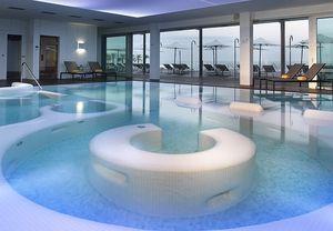 Relájate en un spa único que une la calidez del sol de Cádiz con el azul del mar #regalosboda #regalosdeboda #spa #paradores #balnearioyspa