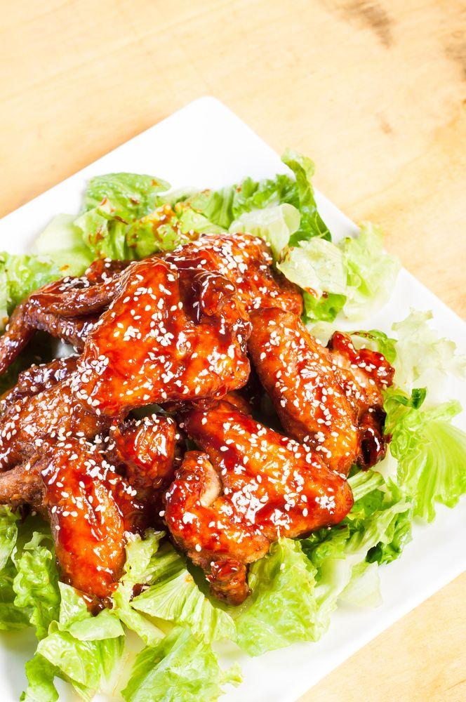 Esta receta de alitas de pollo adobadas son muy ricas, las puedes preparar para el antojo o para cuando juegue tu equipo de futbol favorito. Pruébalas y consiente a tus invitados.