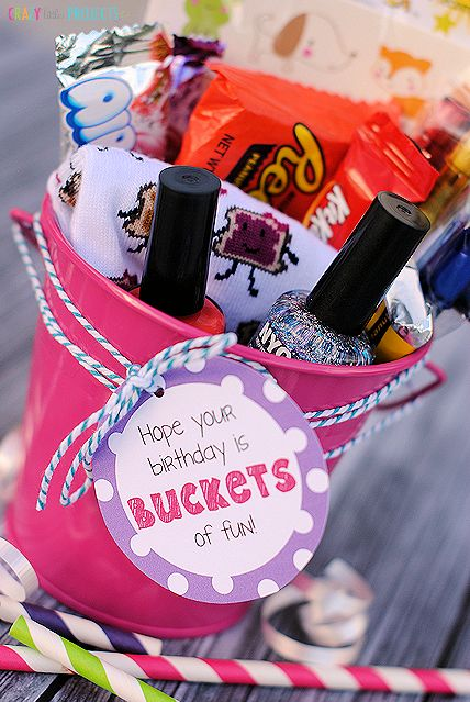 Cute and easy birthday gift idea-Buckets of Fun!