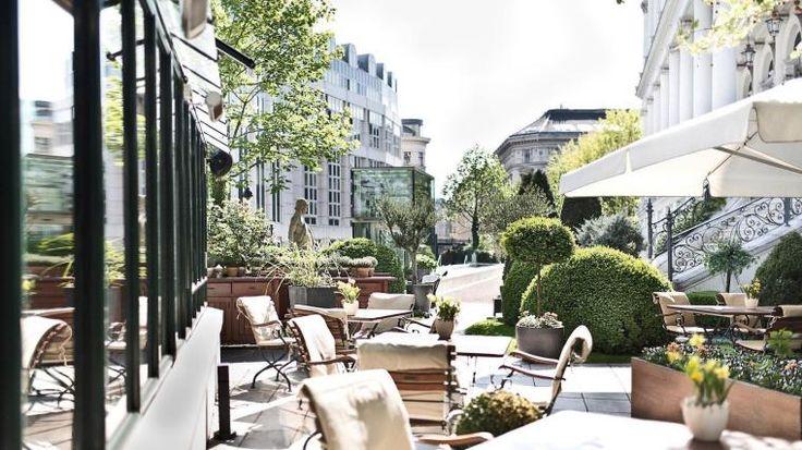 Garten des Palais Coburg öffentlich nicht zugänglich, daher ein eindruck von der website des hotels:  °HOTEL PALAIS COBURG RESIDENZ WIEN 5* (Österreich) - von € 836   iBOOKED
