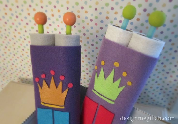 DIY adorable felt Torahs for the kids to celebrate Simchat Torah or Shavuot.