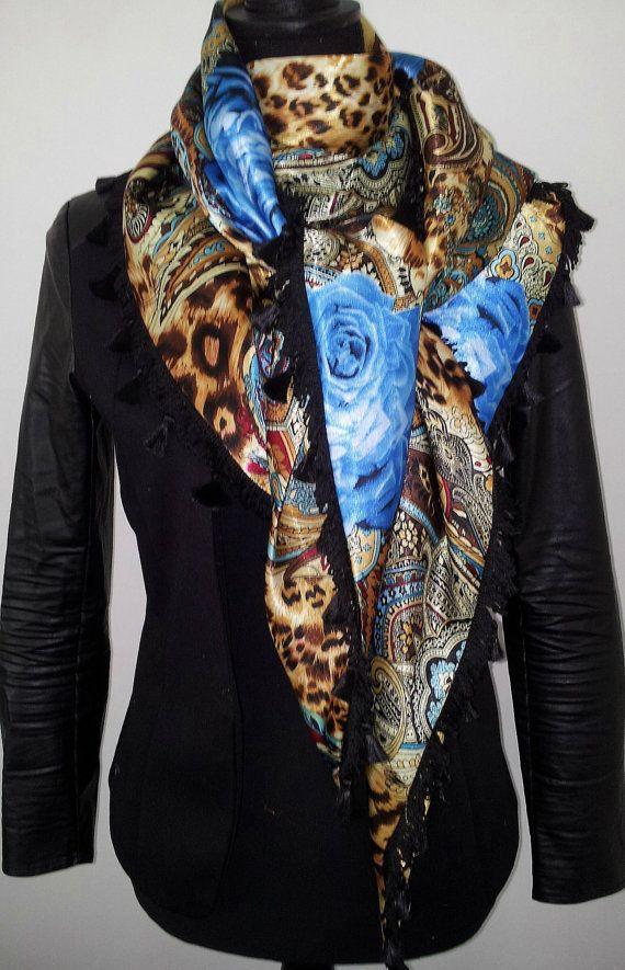 Blue roses shawl by Beadsagogo on Etsy, $48.00