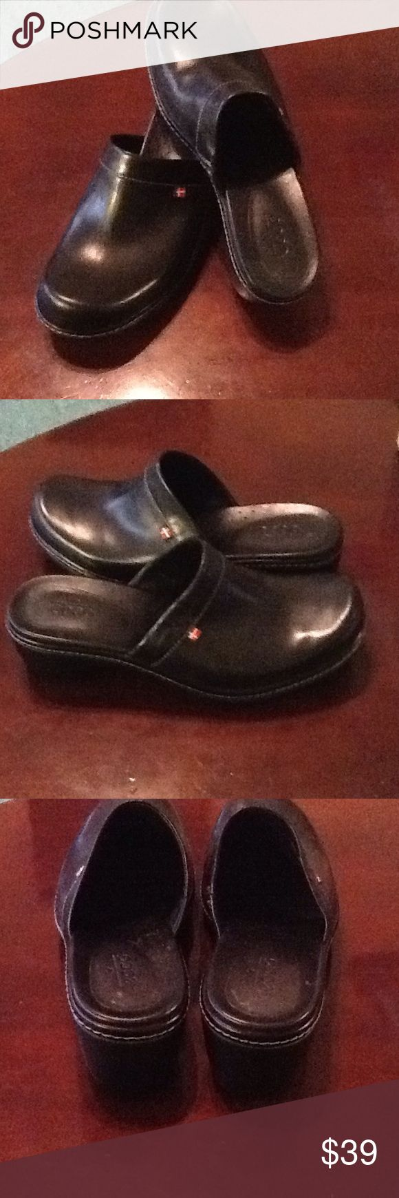ECCO BLACK WOMEN MULES ECCO BLACK WOMEN MULES SIZE 8 PREOWNED GOOD CONDITION Ecco Shoes Mules & Clogs