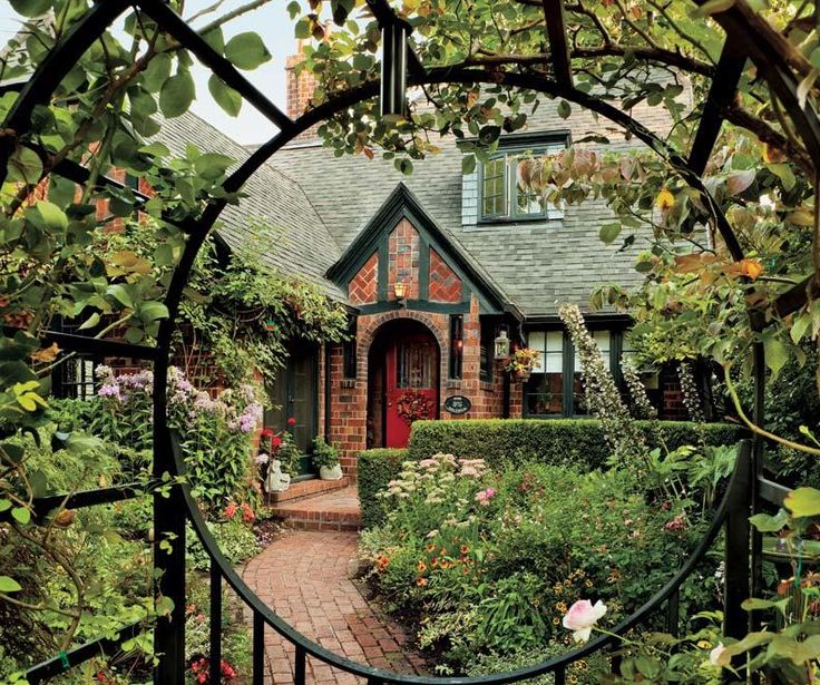 Only best 25 ideas about tudor house on pinterest tudor Tudor style fence