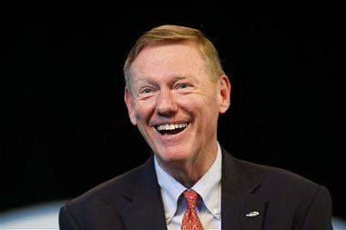"""Alan Mulally - Ford CEO - worked for Bill Ford - Bill announced Mark Fields as new CEO - Mulally steps down July '14 saved Ford from bankruptcy """"Hall of Fame"""" CEO worked for Boeing for 36yrs"""