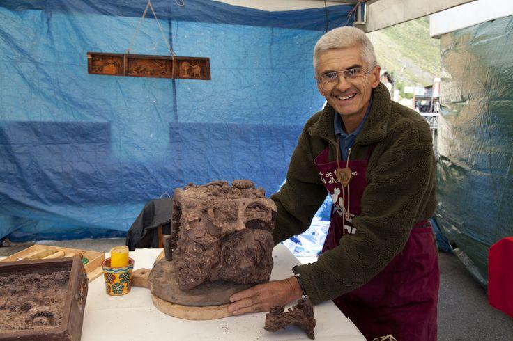 Sculture in cioccolato in mostra a Ciocolathuile. Il maestro Giulio Jaquemod.