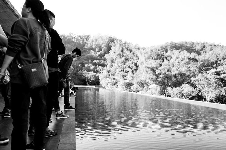Look down ; Xiangshan Visitor Center ; Sun Moon Lake #taiwan #台灣 #台湾 #日月潭 #blackandwhite #モノクロ #黑白照 #bnw #travel #travelgram #travelphoto #travelphotography #snap #streetphotography #leica #leicaq #ライカ