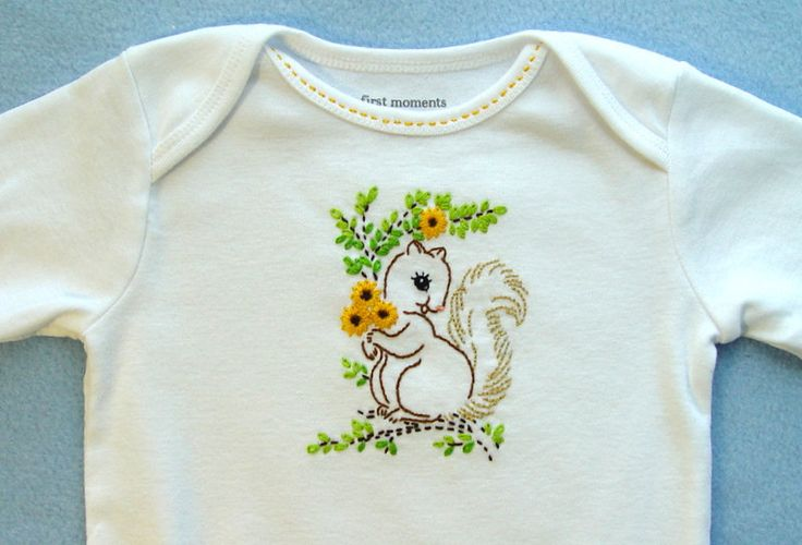 Sweet Little Squirrel - hand embroidered onesie with vintage embroidery design. $12.00, via Etsy.Embroidery Hands, Embroidered Baby, Embroidered Onesies, Squirrels Hands Embroidered, Projects Squirrels Hands, Baby Baby, Baby Onesies, Embroidery Inspiration, Vintage Embroidery