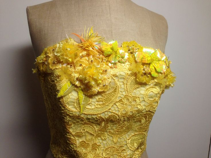 Just a preview on how it would look like when the flowers are pint to the dress. www.janvanderheijdenjr.nl