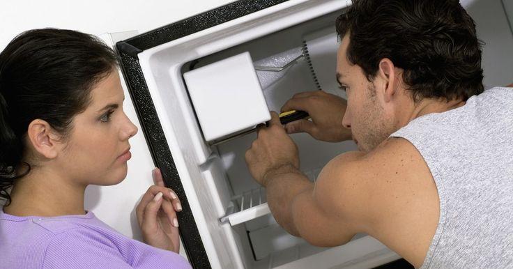 Mi refrigerador tiene un ruido fuerte del congelador. Los ruidos son muy comunes en los congeladores. Tu refrigerador es un gran trozo de acero inoxidable y una chapa de metal. En muchos refrigeradores de lado a lado y congeladores inferiores modernos, existe una mecánica avanzada en el interior y paneles de control de botones de alta tecnología en el exterior. Como cualquier máquina de construcción ...
