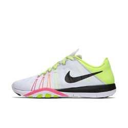 NoneЖенские кроссовки для тренинга Nike Free TR 6 ULTD обеспечивают гибкость и стабилизацию во время тренировок благодаря инновационному рисунку подметки, который расширяется, сгибается и сжимается вместе со стопой при каждом приседе и рывке.