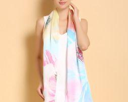 Elegantný dámsky hodvábny šál s motívom kvetín v dúhových farbách