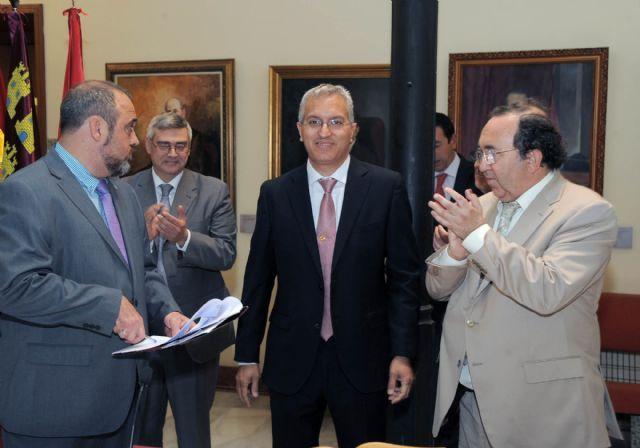 El rector Orihuela valora la colaboración de todos en la toma de posesión del gerente,  http://www.murcia.com/noticias/2014/05/23-el-rector-orihuela-valora-la-colaboracion-de-todos-en-la-toma-de-posesion-del-gerente.asp