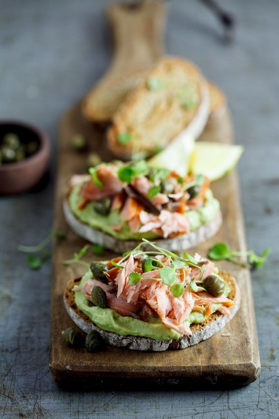 Rye with creamed avo and smoked trout | simply-delicious-food.com #foodphotography #foodstyling #food