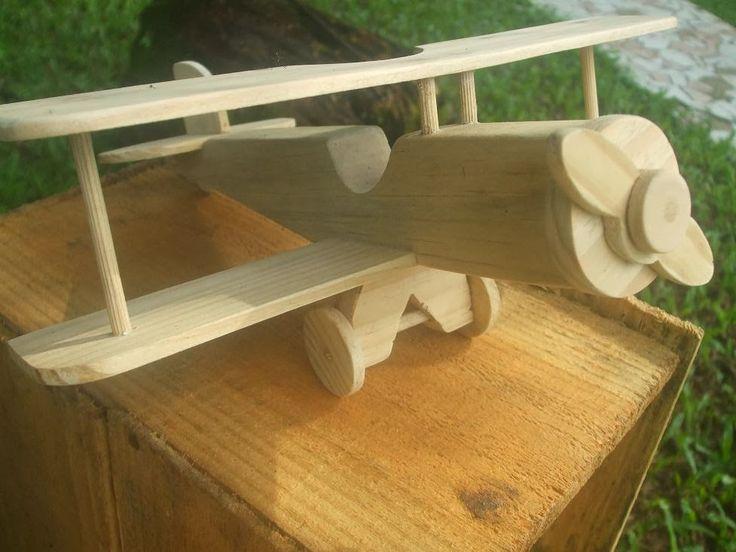 Novidade no pedaço galera!!! são os novos aviões de madeira da esquadrilha divertida, por enquanto são três modelos exclusivos que fizemos...