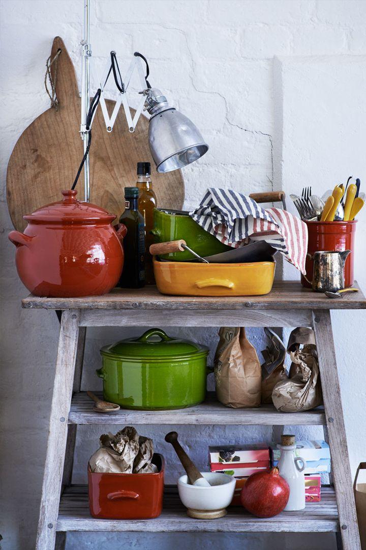 oggetti da cucina colorati da brindisi