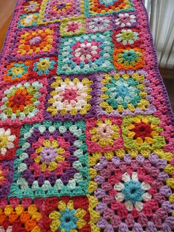 Pie de cama - Camino de mesa - manta - Estilo afgano - Granny Square Crochet
