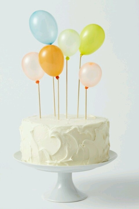 Balloon cake...this is a great idea for a quick party cake without a whole lot of fuss. not good for a birthday cake, cause for safety, you have to take the balloons out before lighting the candles. and then it is dumb looking.