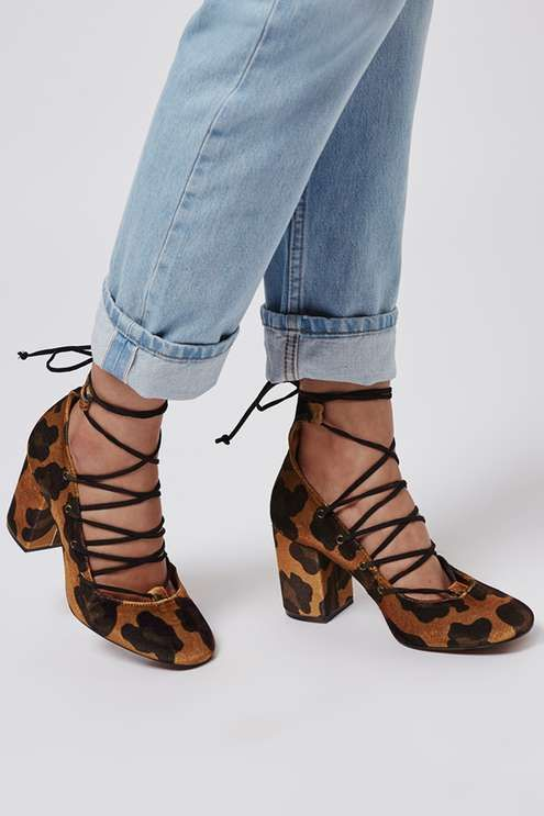 GOLD Round Toe Ghillie Shoes