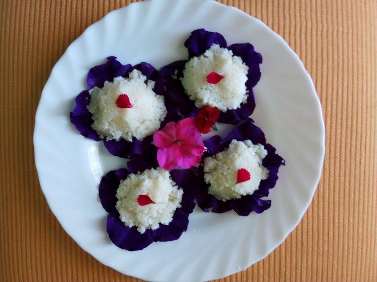 Aquí proponemos una receta con la utilización de flores comestibles ideal para sorprender a tus invitados y para dar un toque de color a tus platos. PREPARACIÓN Ponemos a hervir caldo de verduras h…