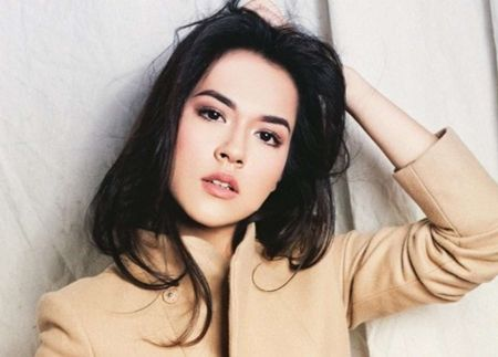 Raisa Andriana tampil bak model