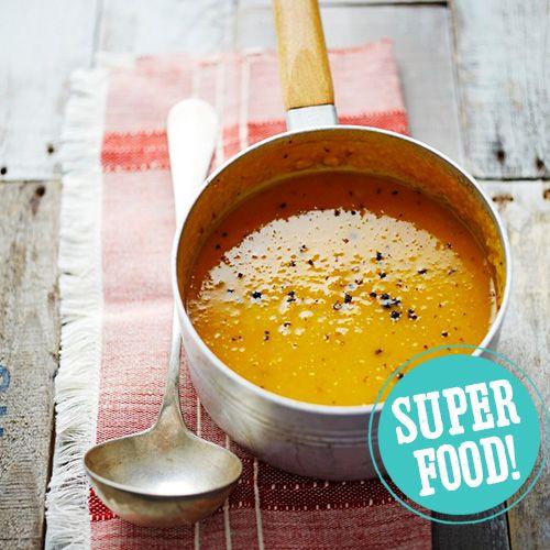 Kies jij vandaag voor deze makkelijke pompoen-appelsoep? Een heerlijke, snelle soep voor een koude dag. Bovendien een soep die veel kinderen heerlijk vinden! Serveer met een brood of een lekkere salade. 1. Verwarm de oven voor op 180 ºC. Doe...