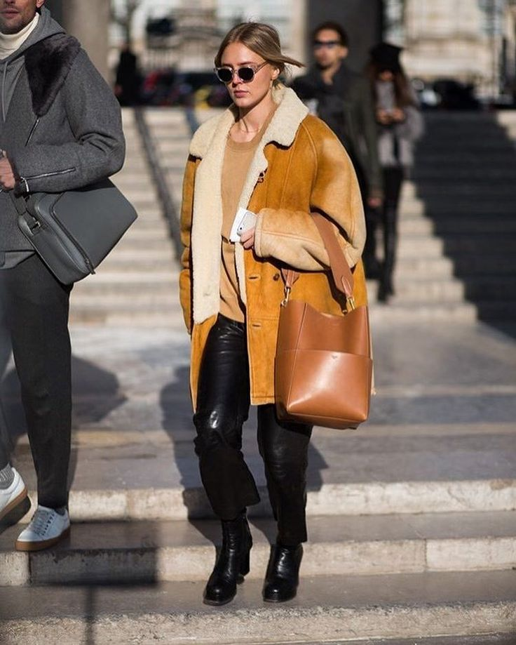 #mulpix Celine 'Sangle' Bag made it statement of the street of Paris Men's Fashion Week.  #Repost from bazaar.com.au  #Celine_TH  #PFW  #FashionWeekStreetStyle