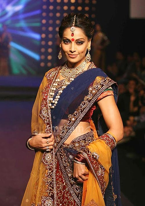 Gagra choli or Ghagra choli, which is also known as Lehenga choli, is the traditional clothing of women
