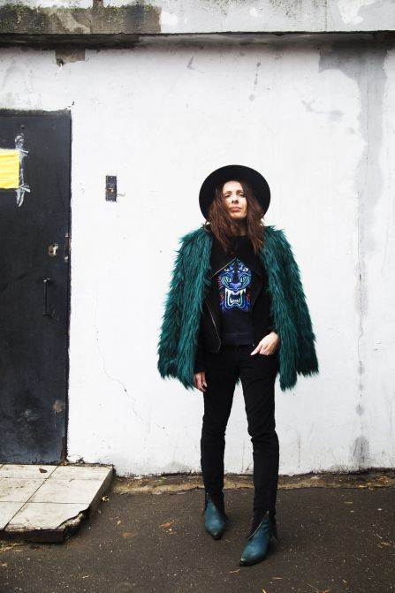 30 ways to add color to your winter outfits - emerald faux fur bershka coat + tiger pullover