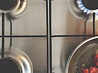 Pulire a fondo i fornelli senza fatica