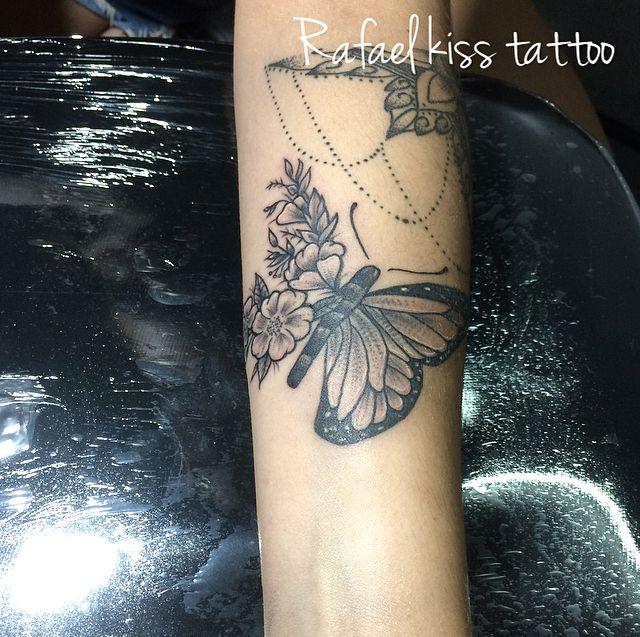 Butterfly tattoo tatuagens femininas delicadas borboleta ramos floral