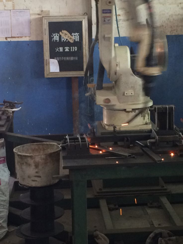 Robot welding at Poon factory