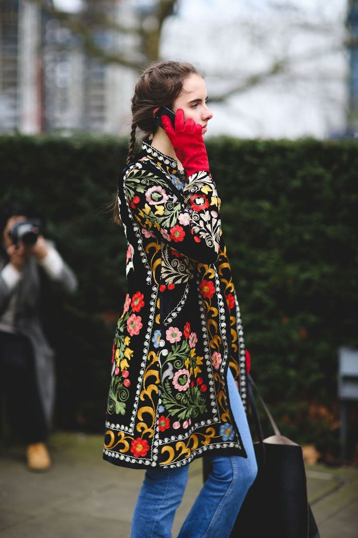 London Street Style That Just Oozes Cool #refinery29 http://www.refinery29.com/2016/02/103453/london-fashion-week-fall-winter-2016-street-style-pictures#slide-63 Gloves are a real life-saver (and outfit-maker)....