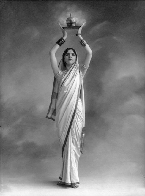 "The daughter of an English mother and an Anglo-Indian father, Olive Craddock (1894-1926) learned to dance as a child in India. She came to Europe in about 1909 and adopted the stage name Roshanara. She danced in ""Scheherazade"" with the Ballets Russes at Covent Garden, then joined Anna Pavlova's company in 1912, touring England and performing, among others, an ""Incense Dance."" Photographed at the Bassano studio in London, 1913 / Vintage Movement <3"