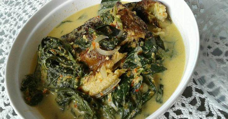 Resep Gulai Pucuak Ubi (Daun Singkong)+ Ikan Salai (Ikan Asap) favorit. Gulai pucuak ubi dan ikan salai lado hijau ini adalah salah satu lauk favorit saya dan suami. Ikan salai a.k.a ikan diasepin ini akan membuat aroma gulai ini makin menggoda.. Jika sedang memasak lauk ini, maka kami bisa makan berkali-kali..