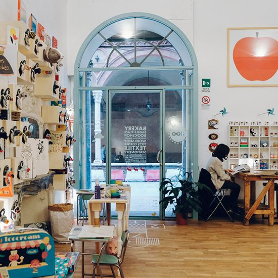 Offelleria Sorelle Fosser | Zoo is a concept store, bakery and gallery where you can enjoy your meal while surrounded by children's books and furniture.