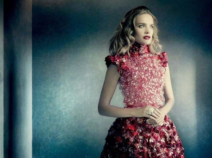 Fantasy Fashion Design: Natalia Vodianova luce looks de Chanel para Vogue Rusia