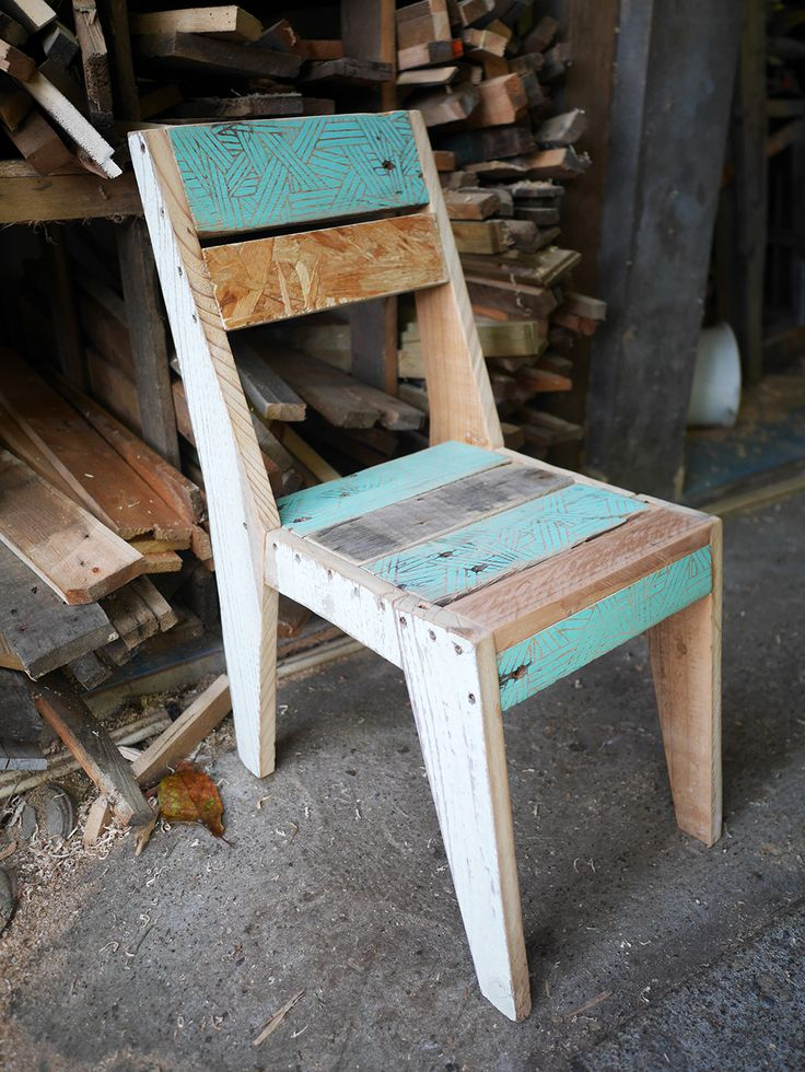 Petite chaise patchwork en bois de palette et érigraphie - création Rdutemps