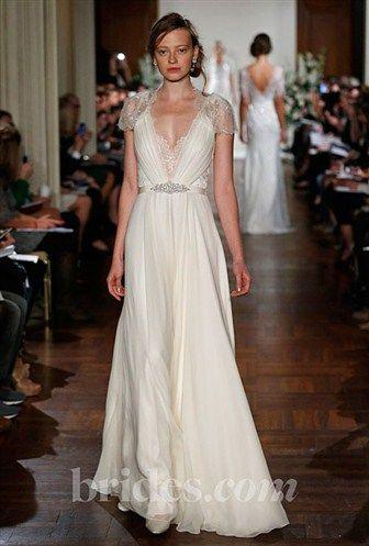 Trend: Old Hollywood-Inspired Wedding Dresses (© John Aquino)