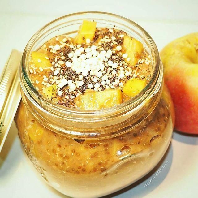 Como cada mañana, hace falta energía para comenzar con fuerza. Después de una buena infusión depurativa, este porridge de copos de quinoa con avena es lo mejor. ✔20 gr de copos de quinoa ✔20 gr de copos de avena ✔1 manzana cortada a dados ✔1 cucharada de algarroba ✔2 cucharada de chia ✔1 cucharada azúcar de coco o stevia líquida ✔6 almendras laminadas ✔1 cucharada de semillas de ampola molidas ✔Media cucharadita de canela ✔Quinoa inflada para decorar Feliz día!!!