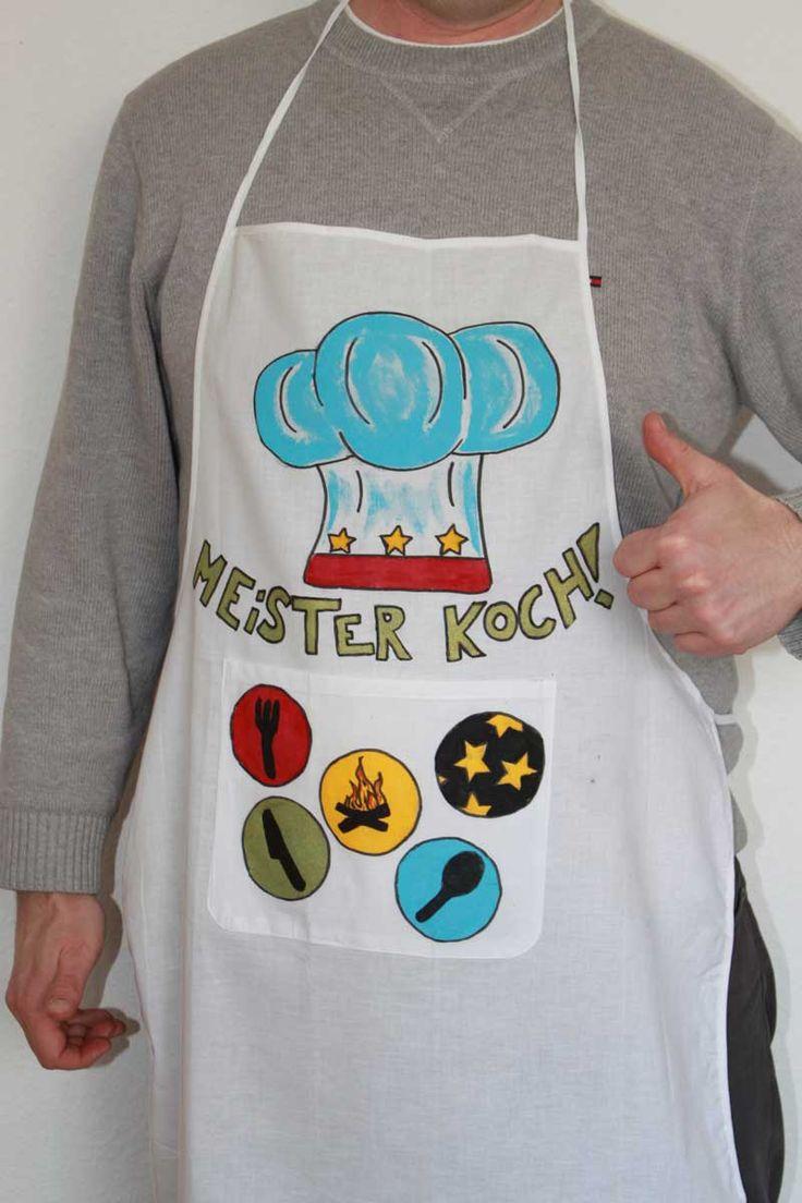 """Kochschürze (Idee mit Anleitung – Klick auf """"Besuchen""""!) - Mit dieser tollen Kochschürze wird Papa zum Meisterkoch! Und die Kids können sich beim Design der Schürze richtig ins Zeug legen. Praktische und coole Bastelidee für ein Vatertagsgeschenk!"""