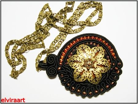http://handwyroby.blogspot.com/  - wisior sutasz z rozetą