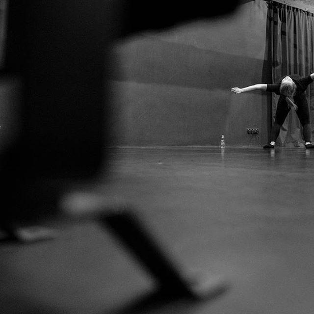 Wieczór premier #agitatus #jutro 💪 #photo @bart.krezolek #rehearsal #behind #perspective #perform #girl #performance #contemporarydance #krakow #kcc #encek #taniec #kulturakrk #dance #poland #support #good #happy #loveit #bw #photooftheday