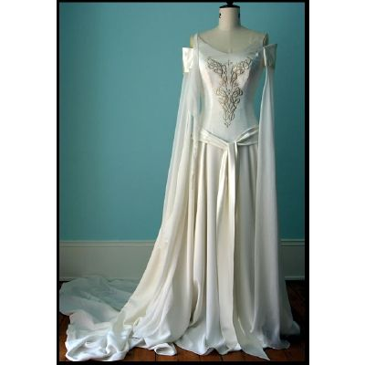 Reminds me of Jennifer Connolly's dress in Labyrinth when she was pretending in the park (at movie's beginning), or something from Princess Bride!
