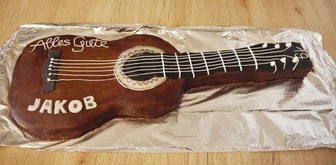 Gitarren Torte mit Ganache und Himbeercreme