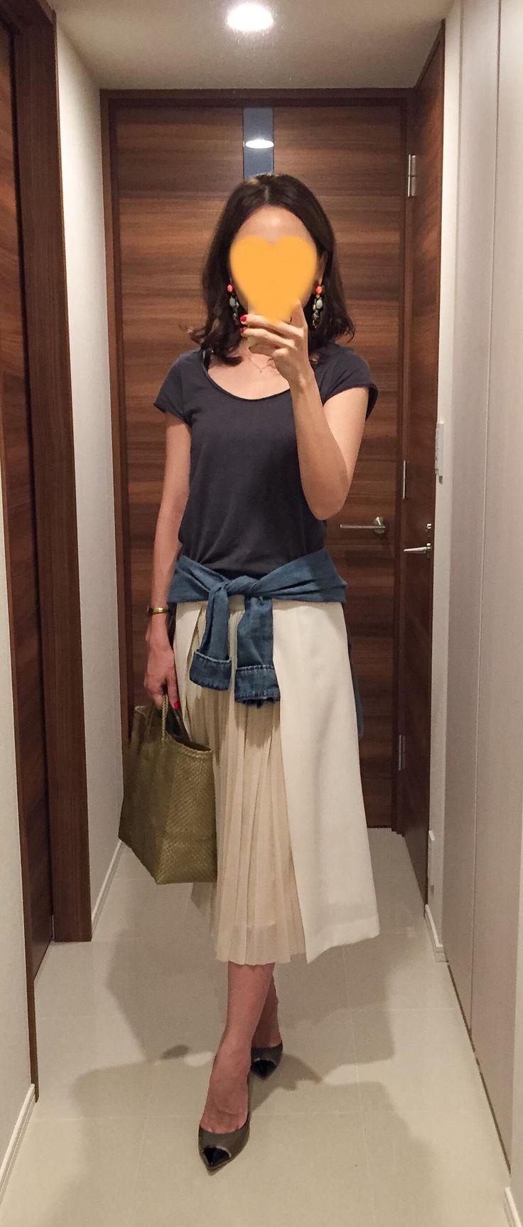 Grey tee: SISLEY, Denim shirt: H&M, White long skirt: Des Pres, Bag: la kagu, Beige heels: Jimmy Choo