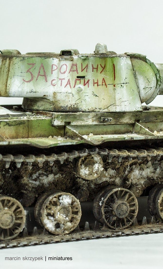 KV-1 model 1942 Heavy Cast Turret Tank 1/35 Scale Model