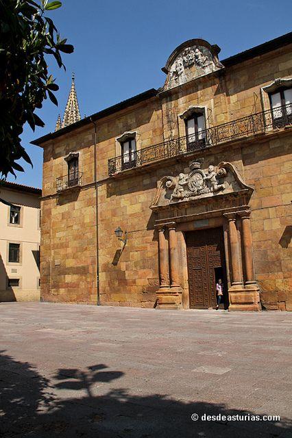 Catedral de Oviedo: Corrada del Obispo by desdeasturias.com, via Flickr