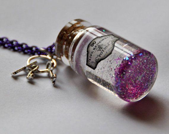 """Collana pozione """"life renewal"""" magico ciondolo in viola in bottiglia di vetro ispirato a Harry Potter chiave charms"""